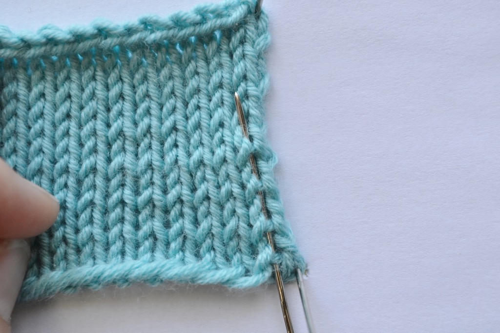 """Running stitches -- the """"feet"""" that connect knit stitches.  How to: Mattress Stitch.  aknitica.com"""