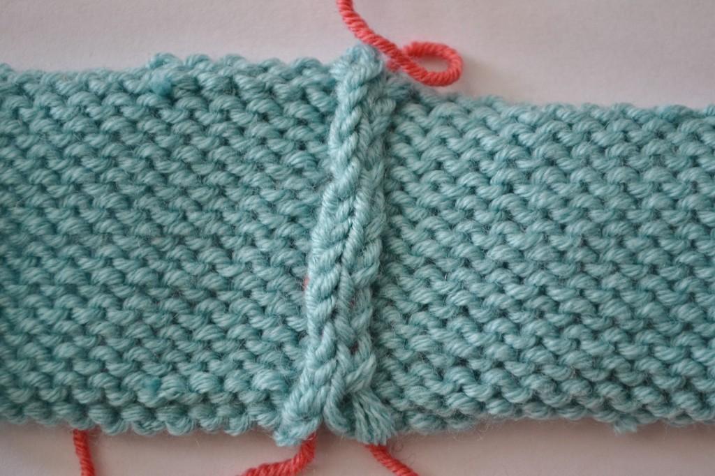 Mattress Stitch: An Invisible Vertical Seam for Knitting.  aknitica.com #tutorials #knitting