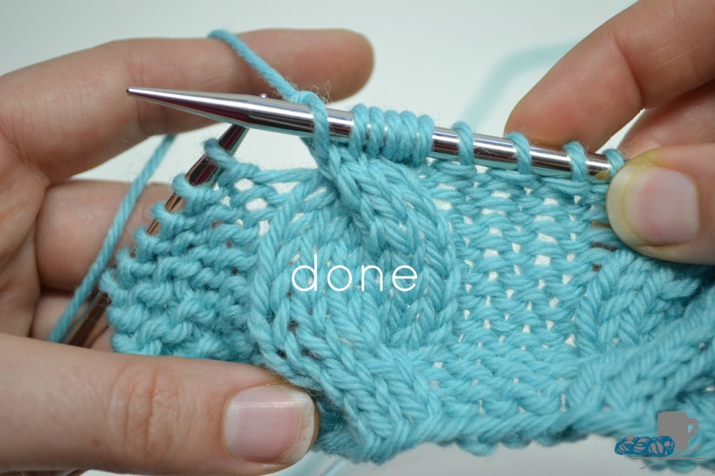 left cross cable. Cabling without a cable needle. www.aknitica.com #knittingtips #write31days